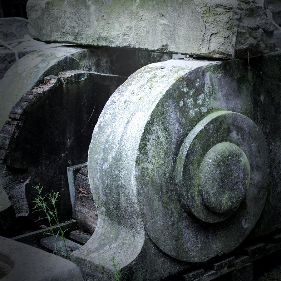21.-Altbaustoffe-Sandstein-Dekoration-web-baisakow-design