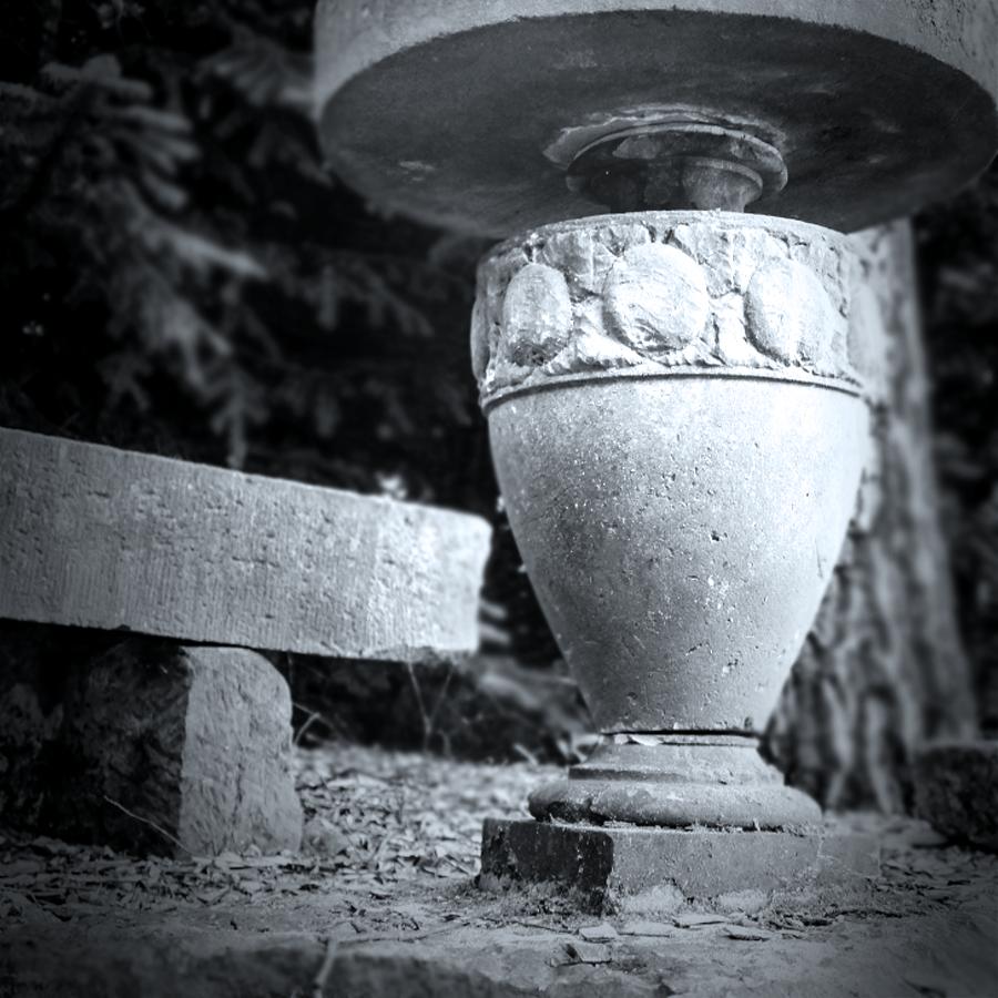 9.-Altbaustoffe-Sandstein-Vase-web-baisakow-design