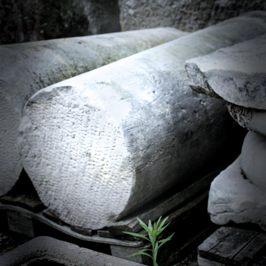6.-Altbaustoffe-Sanstein-Säulen_web_baisakow_design