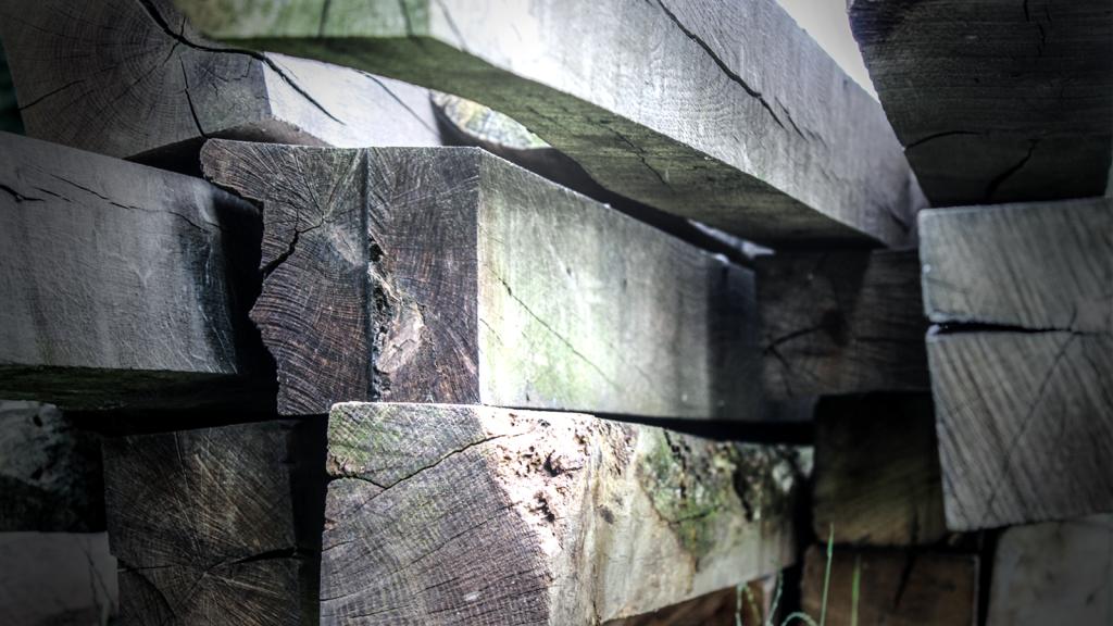 ... Fachwerk als Bauholz und zur Gewinnung von Altholzfunier
